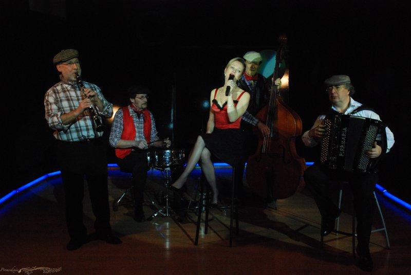 Orchestre les Titis Parisiens en tournage dans les Studios de PANTIN